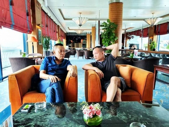 Ảnh hiếm hoi 2 bố con nhà báo Lại Văn Sâm chung khung hình, nội dung trò chuyện khiến fan tò mò