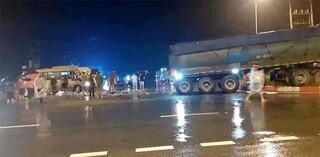 Tin tức tai nạn giao thông ngày 15/10: Xe khách đấu đầu xe đầu kéo trong đêm