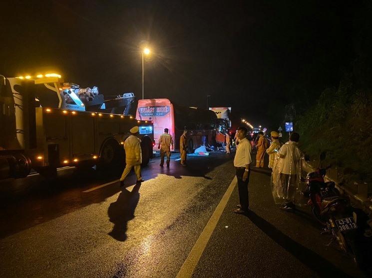 Vụ xe khách tông xe đầu kéo: 13 nạn nhân là họ hàng đang đi dự đám cưới