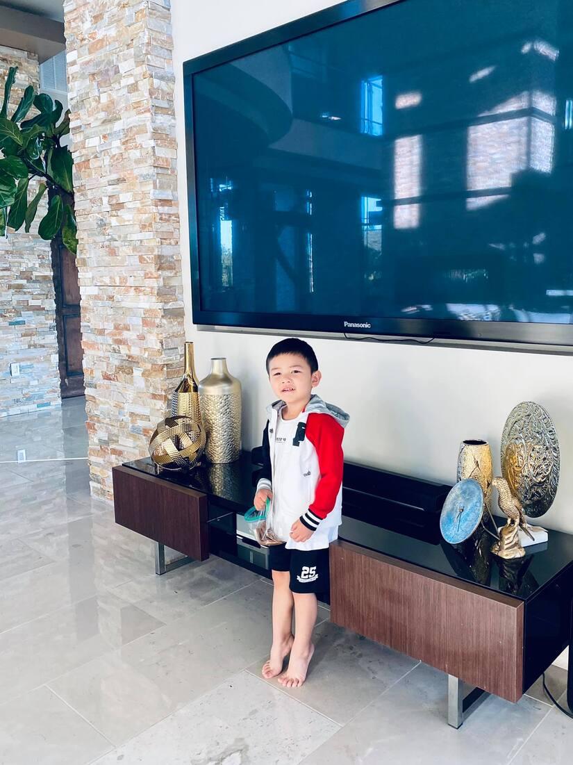 Bà xã Đan Trường khoe ảnh con trai 3 tuổi lớn phổng phao