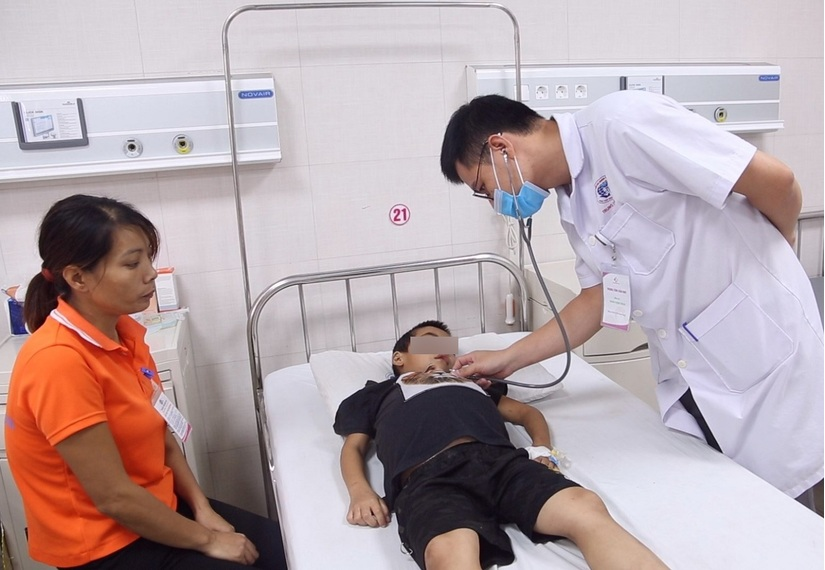 Dùng thuốc nam chữa thận hư, bé trai 7 tuổi nguy kịch