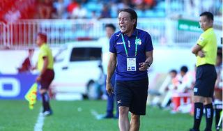 Thua đậm Hà Nội FC, HLV Nguyễn Văn Đàn đổ lỗi cho trọng tài