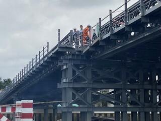 Chưa thông xe, cầu sắt An Phú Đông đã bị sà lan tông lệch mố