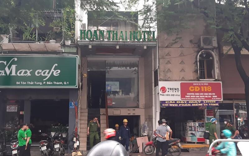 Công nhân bất cẩn lúc hàn xì, khách sạn ở trung tâm Sài Gòn bốc cháy ngùn ngụt