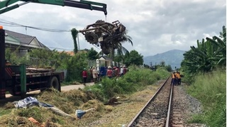Tin tức tai nạn giao thông ngày 16/10: Tài xế công nông tử vong khi băng qua đường sắt