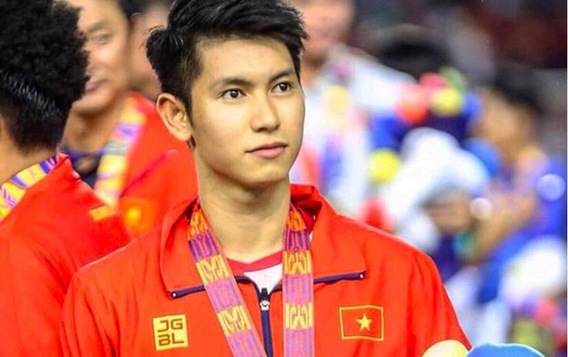 Nguyễn Trọng Hùng chuẩn bị lên bàn mổ