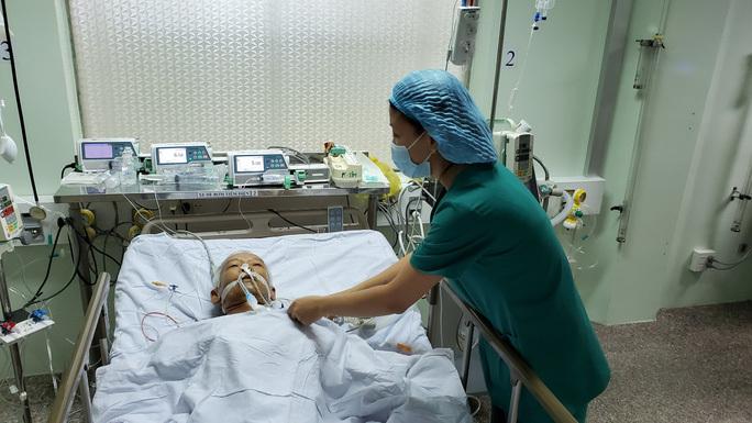 Hơn 2 giờ cân cão cứu sống cụ ông có khối u khổng lồ trong tim
