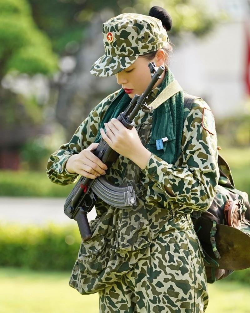 Kỳ Duyên bị mỉa mai từ thiện không có tâm, 'tình tin đồn' Minh Triệu lên tiếng đáp trả thay