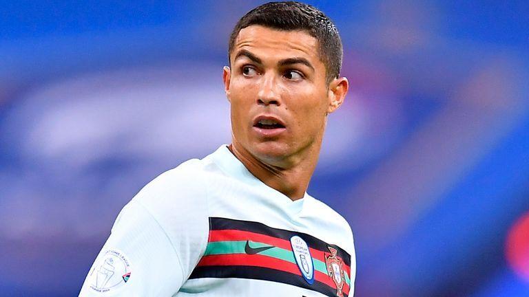 C.Ronaldo đáp trả Bộ trưởng thể thao Italia