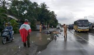 Ngã xe khi tánh vũng nước, đôi nam nữ bị xe tải tông tử vong