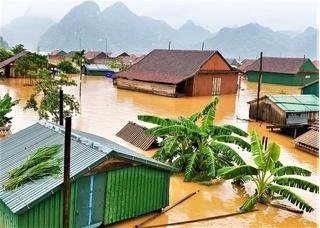 Người dân Quảng Trị lên mạng 'cầu cứu' khi lũ dâng nhanh trong đêm