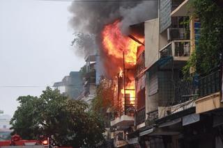 Quảng Ninh: Xảy ra mâu thuẫn, vợ dùng xăng đốt nhà để giết chồng