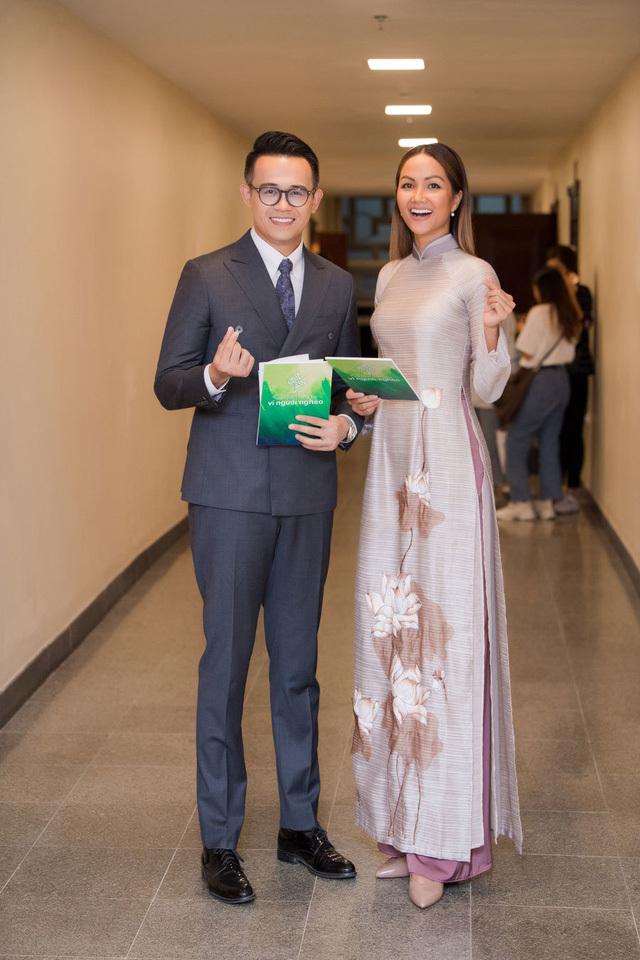 MC Đức Bảo bênh vực H'Hen Niê khi chỉ trích keo kiệt trong việc quyên góp ủng hộ miền Trung