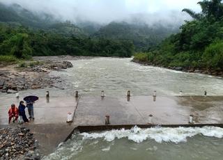 Thấy thi thể 1 trong 2 người mất tích do bị nước lũ cuốn trôi ở Yên Bái