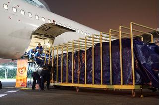 Các hãng hàng không miễn cước chở hàng cứu trợ tới miền Trung