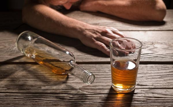 Dấu hiệu nhận biết và cách xử trí khi bị ngộ độc rượu