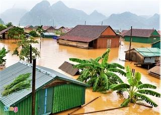 80.000 nhà dân Quảng Bình chìm trong lũ, 3 người chết