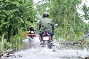 Hai huyện ở Cà Mau tiếp tục cho học sinh nghỉ học vì đường ngập