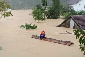 Hà Tĩnh, Quảng Bình ngập lụt sâu do lũ, nước trên các sông vẫn dâng cao