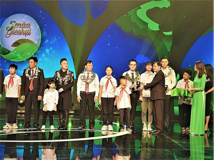 Vinamilk tặng học bổng cho một 'chiếc lá chưa lành' tại Nghệ An. 3