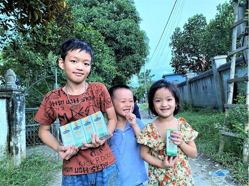 Vinamilk tặng học bổng cho một 'chiếc lá chưa lành' tại Nghệ An. 2