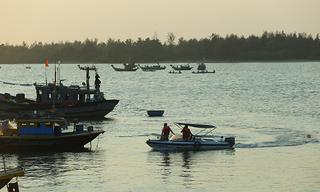 Tìm thấy 1 trong 2 nạn nhân mất tích do lật ghe khi đi đốn dừa nước