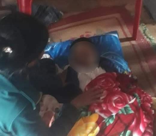 Mẹ đi nhận cứu trợ, con 8 tuổi ở nhà bị lũ cuốn tử vong