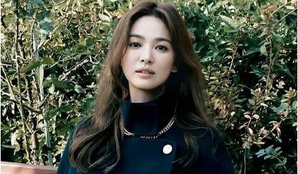Song Hye Kyo lộ dấu hiệu mệt mỏi trong bộ ảnh mới
