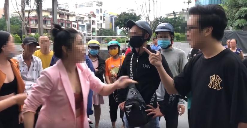 vụ vợ đánh ghen gây náo loạn trên phố