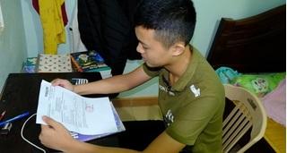 Nam sinh trượt trường quân đội dù thừa điểm quyết ở nhà ôn thi lại