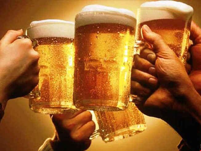 Người đàn ông bị suy tim nặng do uống 15 lon bia mỗi ngày