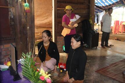 Vợ công nhân tử nạn ở Rào Trăng 3 trình báo bị lừa 100 triệu đồng