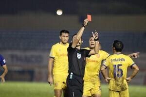 CLB Nam Định khiếu nại trọng tài lên liên đoàn bóng đá Việt Nam