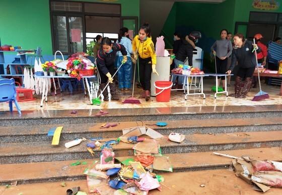 Sáng nay, học sinh 270 trường học ở Hà Tĩnh đi học trở lại