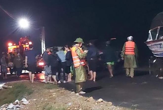 Một học sinh lớp 10 ở Hà Tĩnh mất tích khi chèo bè chuối lên chùa lấy cơm