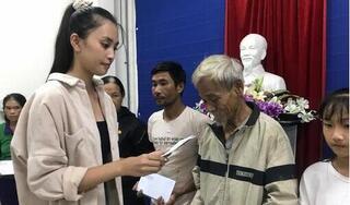 Hoa hậu Đỗ Mỹ Linh, Tiểu Vy trao quà cho người dân gặp khó khăn sau bão lũ