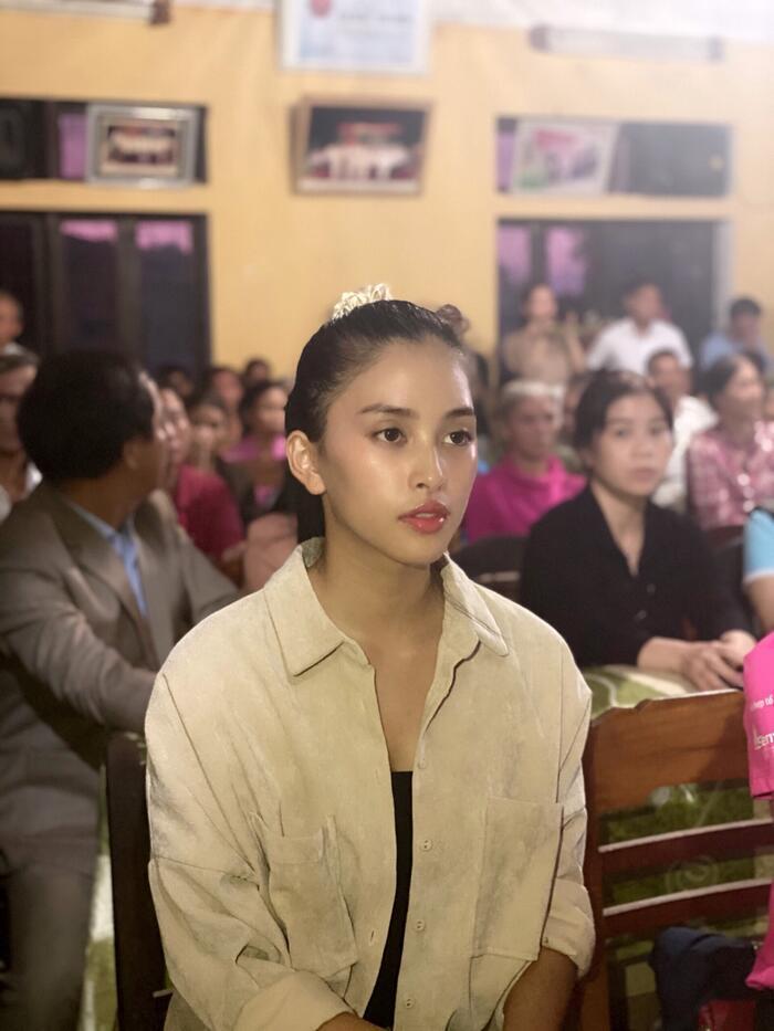 Hoa hậu Đỗ Mỹ Linh, Tiểu Vy có mặt tại Huế, trao quà cho người dân gặp khó khăn sau bão lũ
