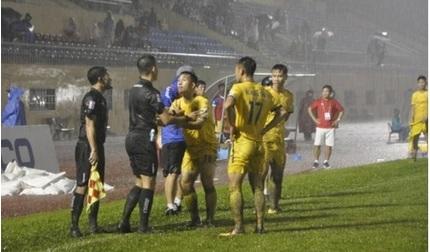 Trọng tài mắc sai sót: 'Nếu Nam Định rớt hạng, tôi áy náy lắm'