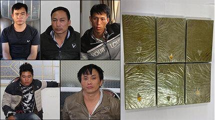Bị vây bắt, nhóm vận chuyển 6 bánh heroin lao xe vào công an