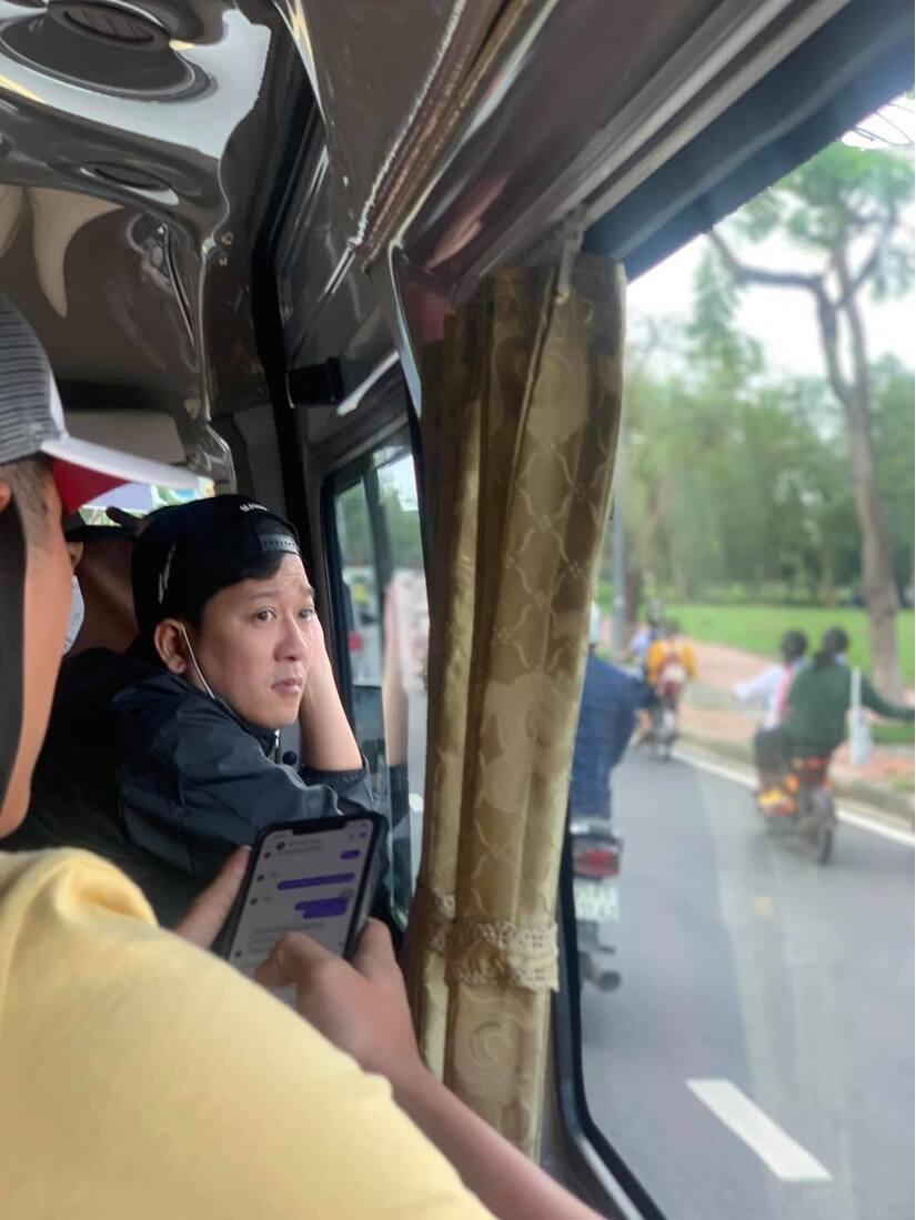 Vợ chồng Trường Giang cùng dàn nghệ sĩ ra miền Trung cứu trợ