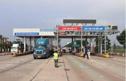 Tạm dừng thu phí BOT Quốc lộ 1 qua Quảng Trị để phục vụ việc cứu trợ