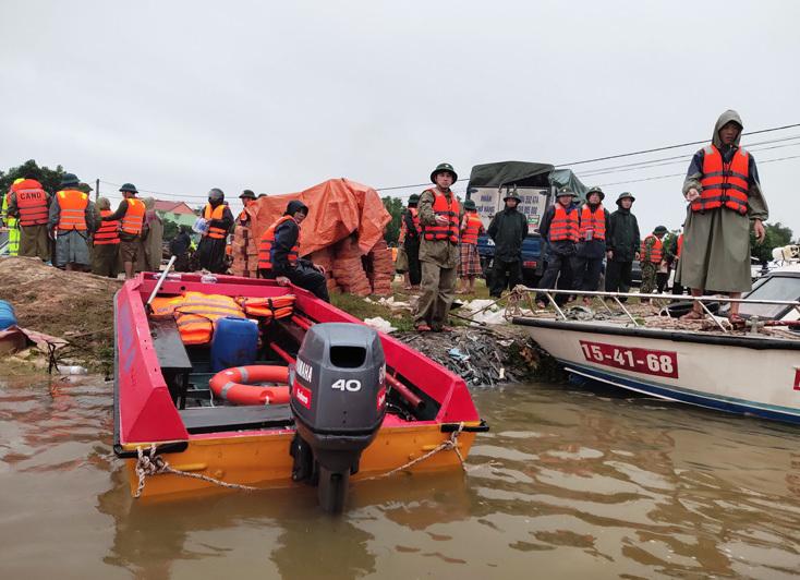Quảng Bình: Còn hơn 1.000 ngôi nhà đang ngập trong nước lũ và 4.000 hộ dân chưa thể trở về nhà. 1