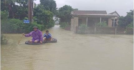 Hơn 1000 nhà dân ở Quảng Bình vẫn đang ngập trong lũ