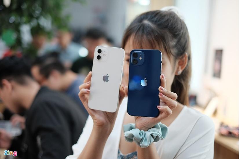 Những chiếc iPhone 12 đầu tiên về Việt Nam, rẻ nhất 23 triệu đồng.5