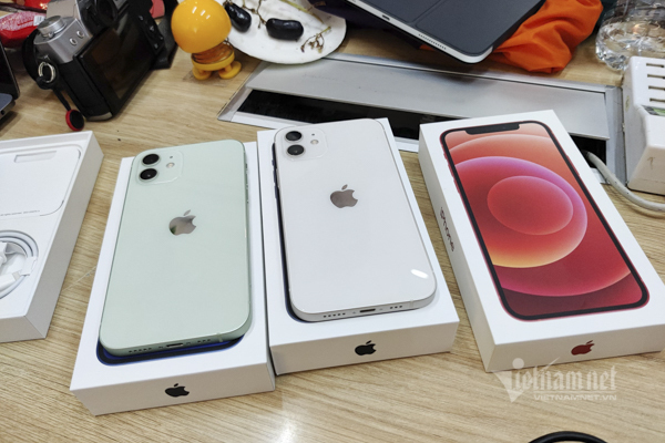 Những chiếc iPhone 12 đầu tiên về Việt Nam, rẻ nhất 23 triệu đồng