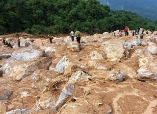 Tìm thấy cả 4 thi thể phu trầm bị núi lở vùi lấp giữa rừng