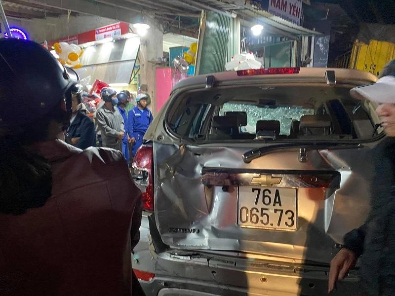 Xe tải 'ủi' 4 nhà dân ven đường làm 2 người chết, 4 bị thương