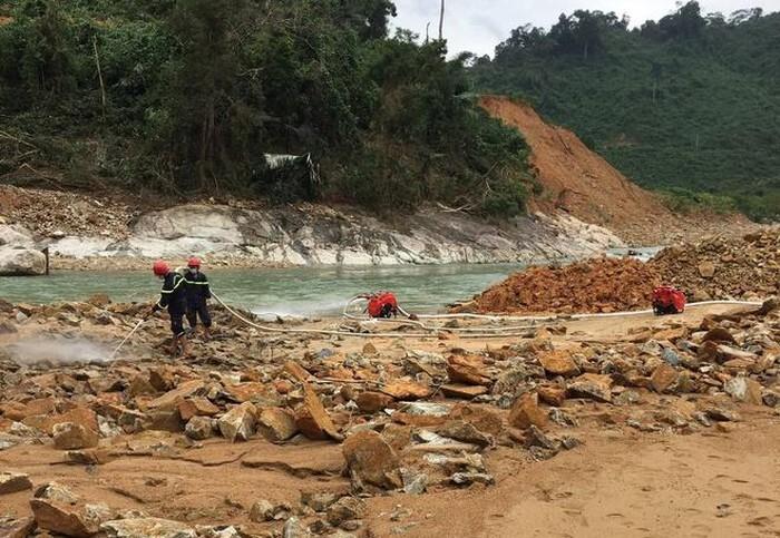 Tạm dừng tìm kiếm các công nhân mất tích ở thủy điện Rào Trăng 3 do mưa lớn
