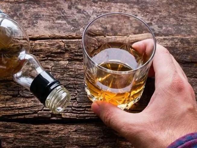 Người đàn ông thủng tạng, nhiễm trùng nặng do nghiện rượu nhiều năm