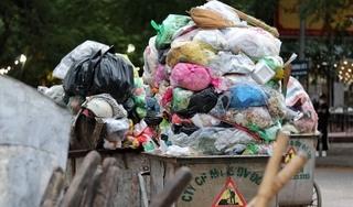 Người dân chặn xe vào bãi rác Nam Sơn, nội thành Hà Nội lại ngập rác